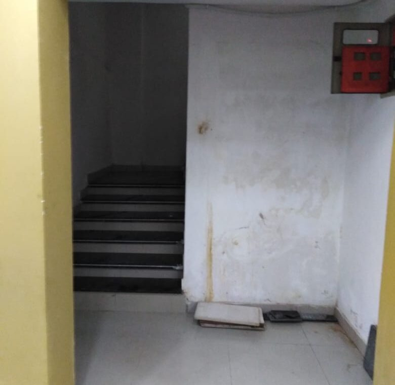 100sqyrd floor available for rent
